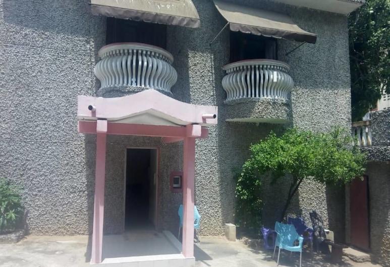 Hotel Meambly, Abidjan, Hotel Entrance