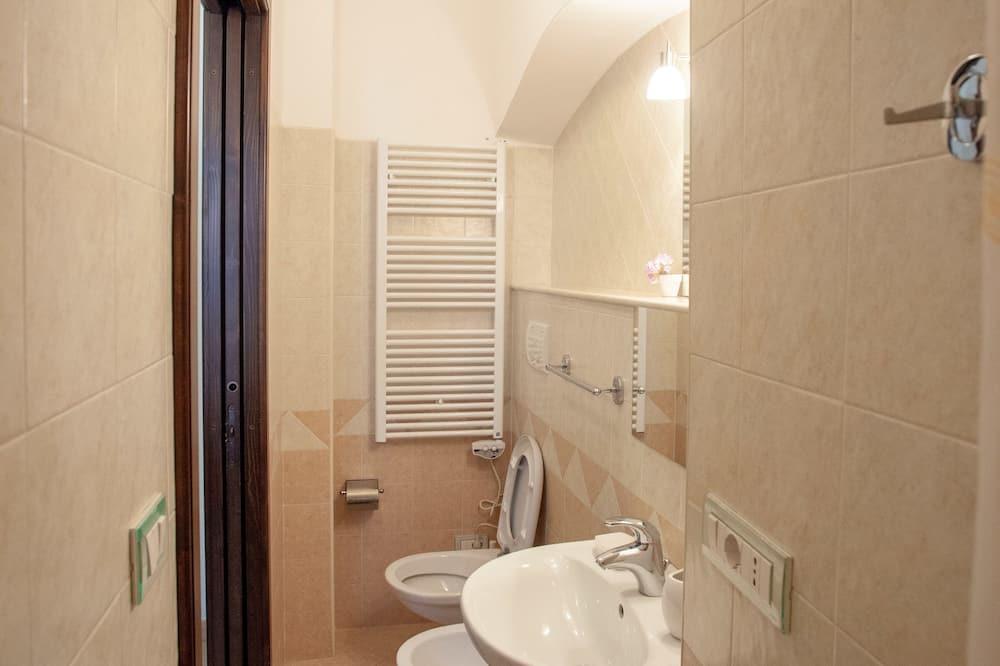 Apartment, 2 Bedrooms, Balcony, City View - Bilik mandi