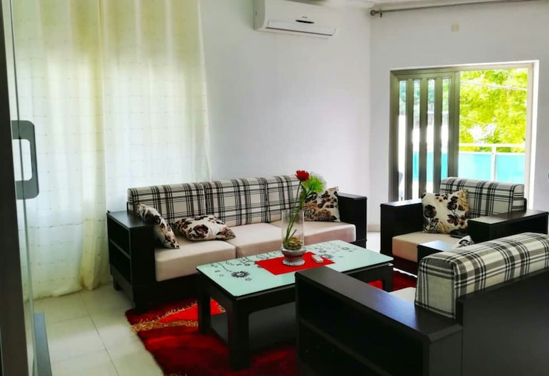 Bibiche House, Cotonou, Grand Apartment, 3 Bedrooms, Terrace, City View, Living Room