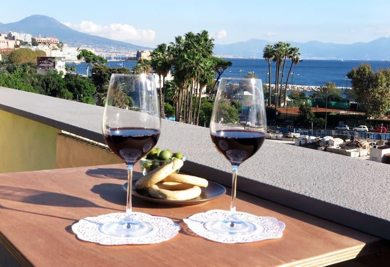 B&B Palazzo Mirelli, Naples, Suite Keluarga, balkon, pemandangan laut, Balkon