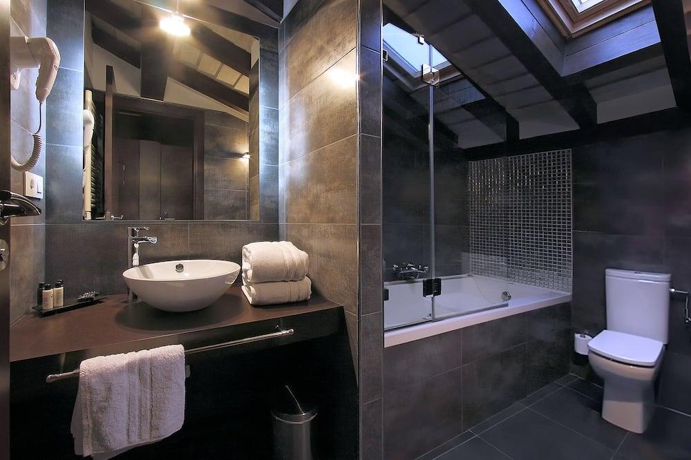 Chambre Double Supérieure, baignoire à jets - Salle de bain