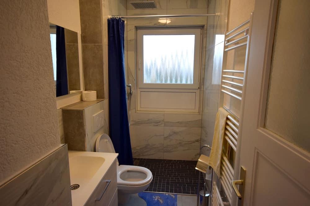 Huoneisto, 3 makuuhuonetta (68-00) - Kylpyhuone