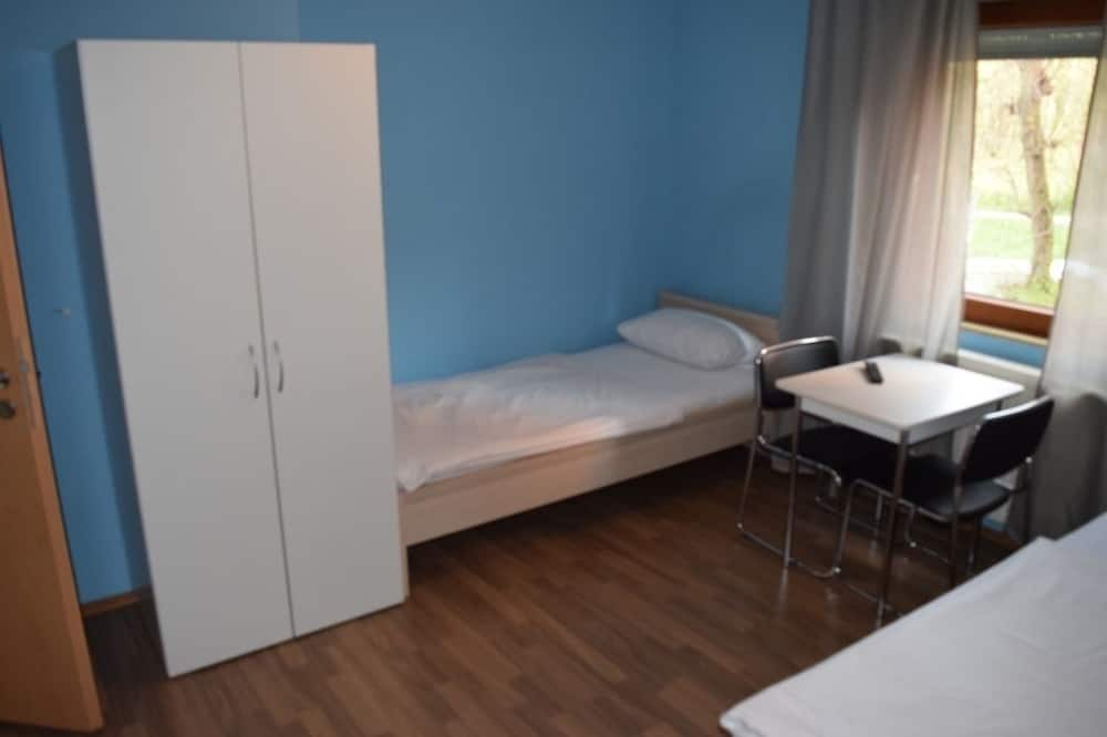 Apartment, Multiple Bedrooms (49-00) - Room
