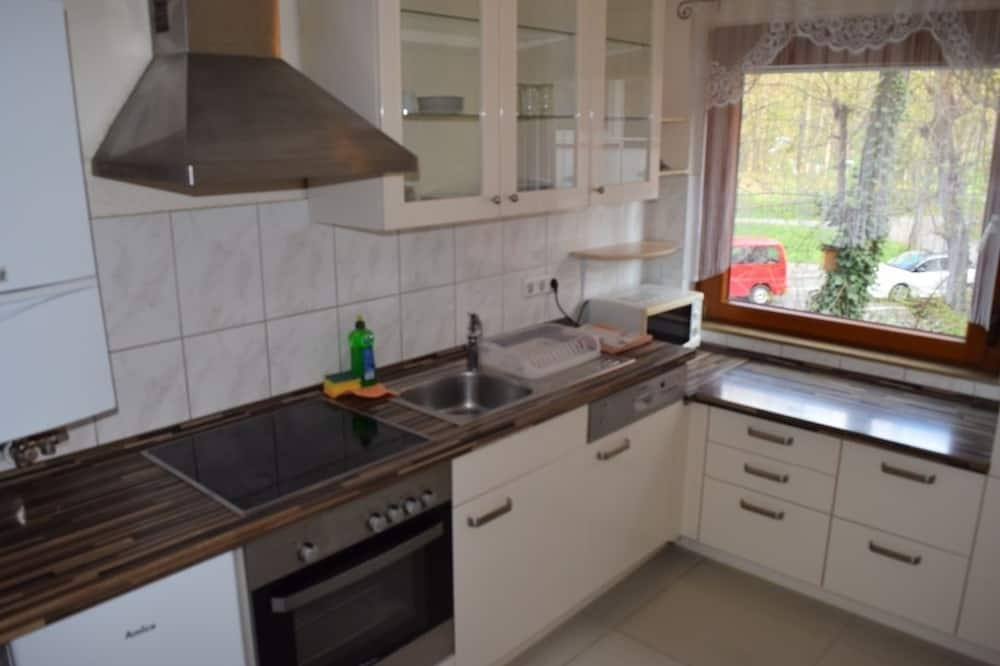 Apartment, Multiple Bedrooms (49-00) - Private kitchen