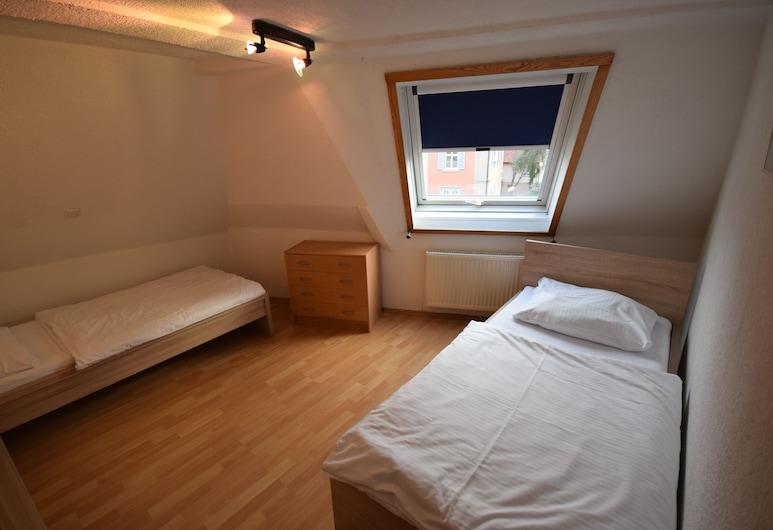 AB Apartments - Apartments Hauptstrasse, Stuttgart, Apartment, 4 Bedrooms (77-00), Room