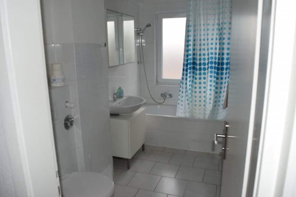 Apartment, Multiple Bedrooms (13-00) - Bathroom