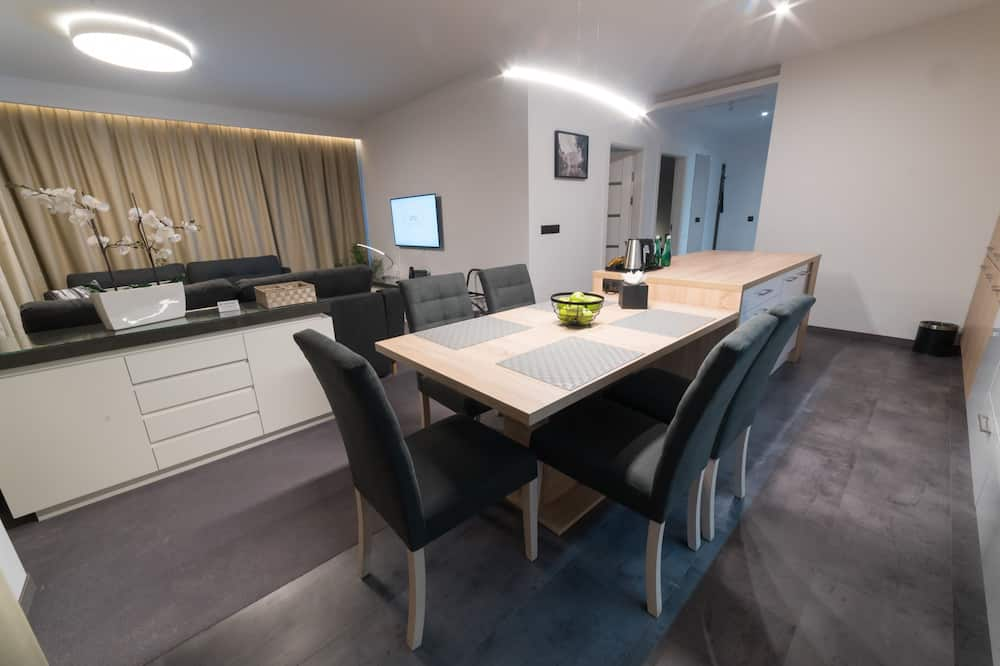 Superior Apartment, 2 Bedrooms, Non Smoking, City View - Living Room