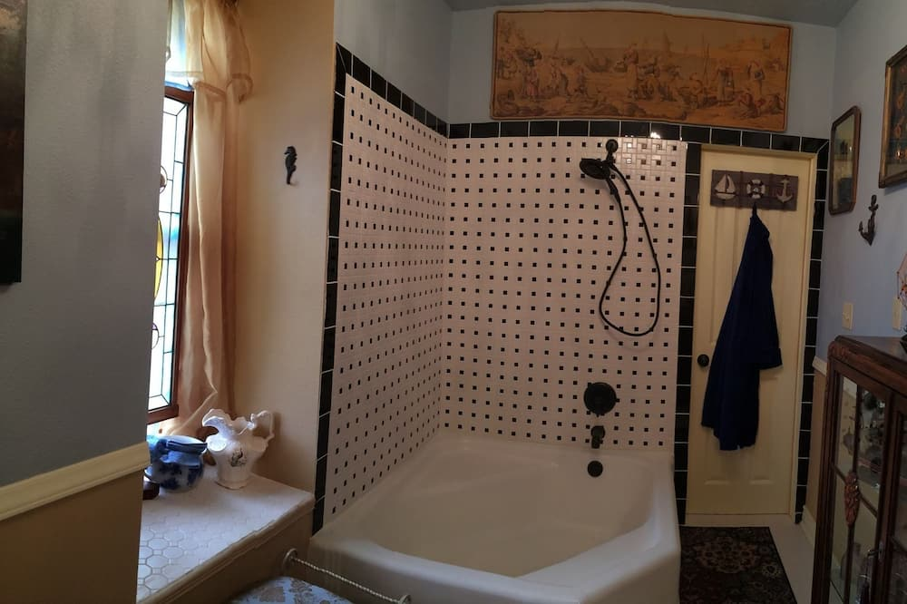 Deluxe Room, 1 King Bed, Non Smoking (The Molly Brown Suite) - Bathroom
