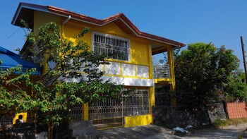 Picture of Yellow HOUSE Vacation Rental in Olongapo