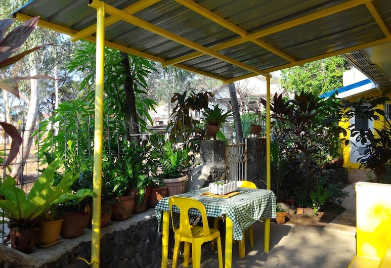Yellow HOUSE Vacation Rental, Olongapo, Outdoor Dining