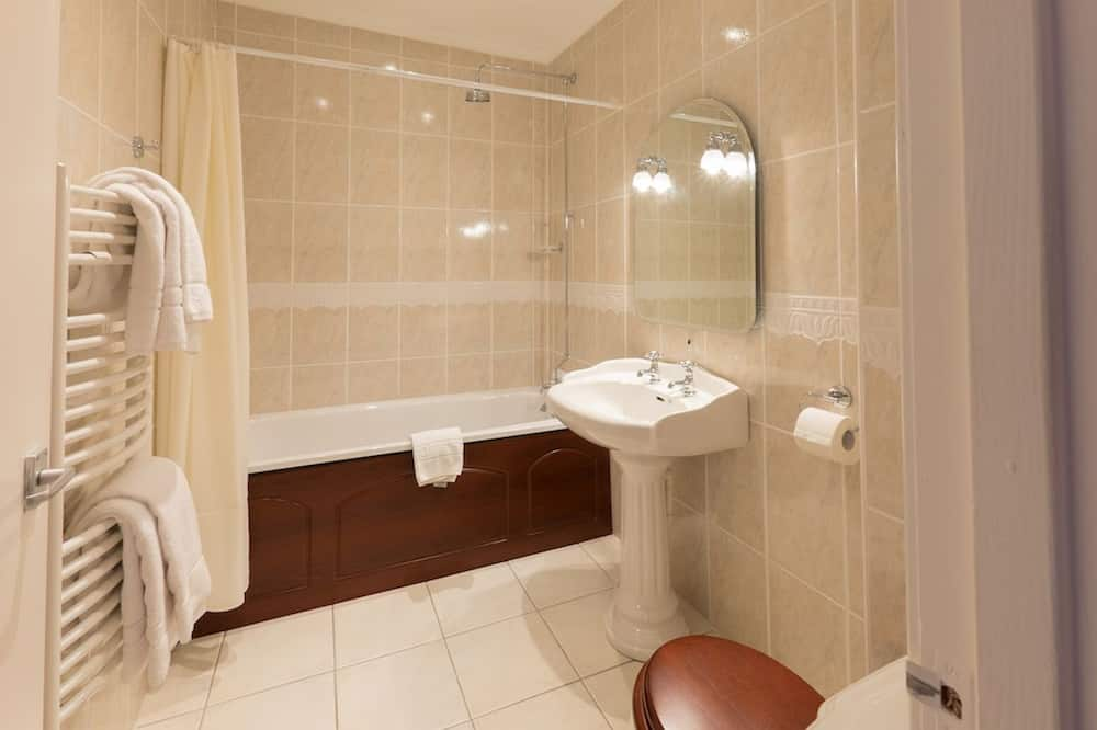 Camera con letto matrimoniale o 2 letti singoli, vista mare (Shower/tub combination) - Bagno
