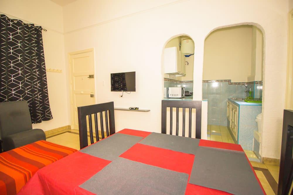 Comfort-Apartment, Raucher - Essbereich im Zimmer