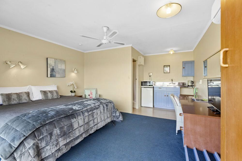 Comfort Studio, Multiple Beds, Non Smoking - Living Area