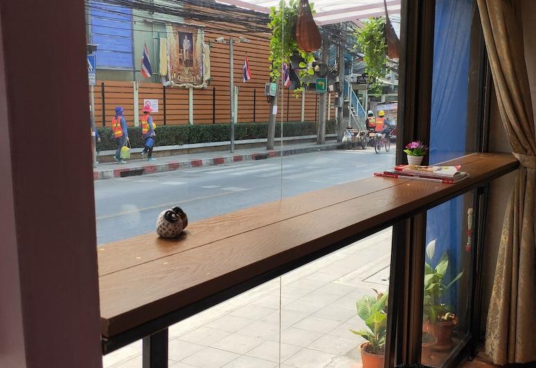 ミク ゲストハウス, バンコク, ホテルのフロント