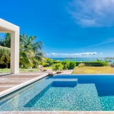 Villa With Spectacular Sea View
