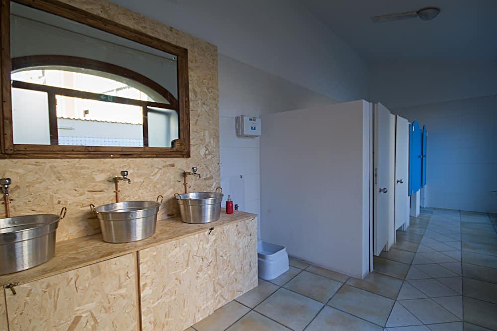 Basic közös hálóterem, közös fürdőszoba - Fürdőszoba