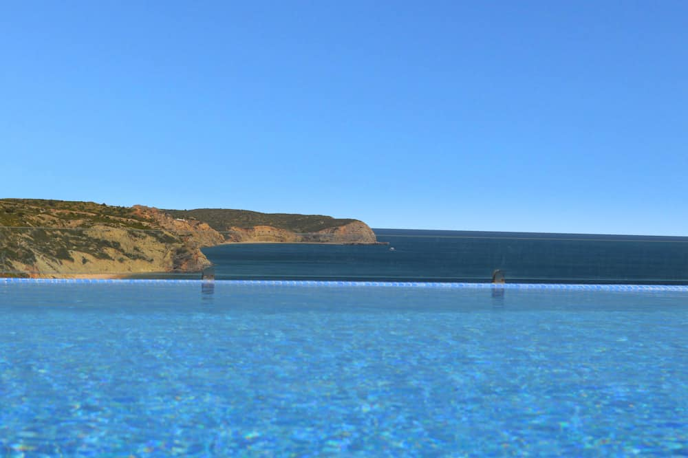SIMPLY SALEMA - LUXURY OCEANFRONT VILLA - INFINITY POOL - AIR CON - ROOF TERRACE