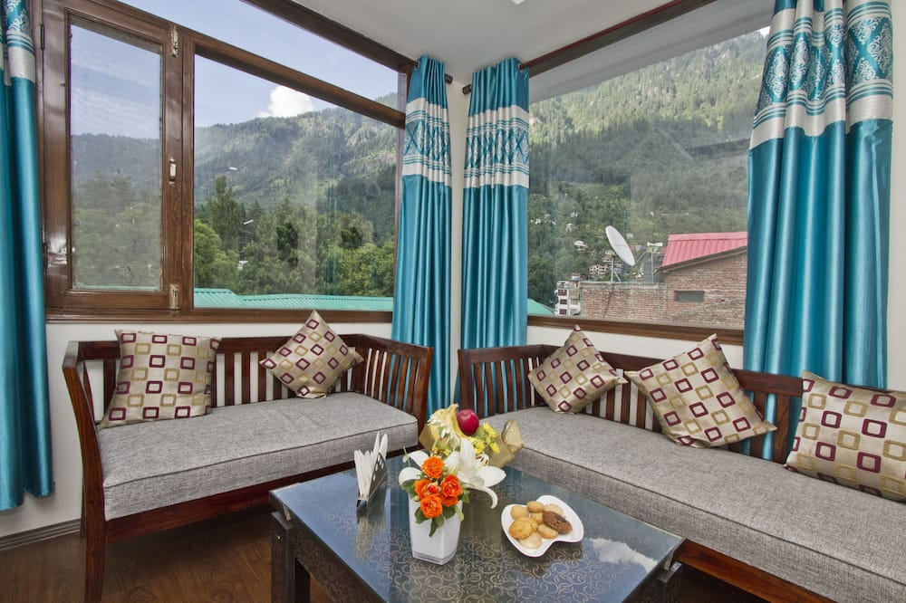 Deluxe Triple Room, Smoking - Hill view