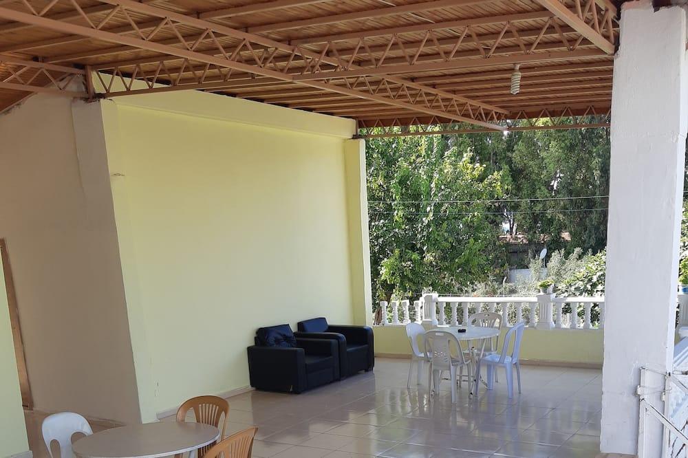דירה, חדר שינה אחד - מרפסת