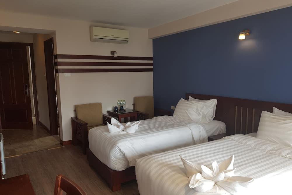 Premium Suite, 2 Twin Beds, Balcony - Living Room