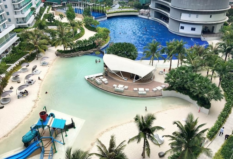 Azure Urban Resort 3 Bedroom Suite, Parañaque, Poolside Bar