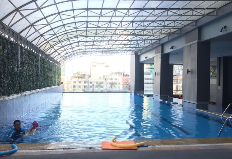 Serena's Suite (Makati Ave.), Makati, Binnen/buitenzwembad