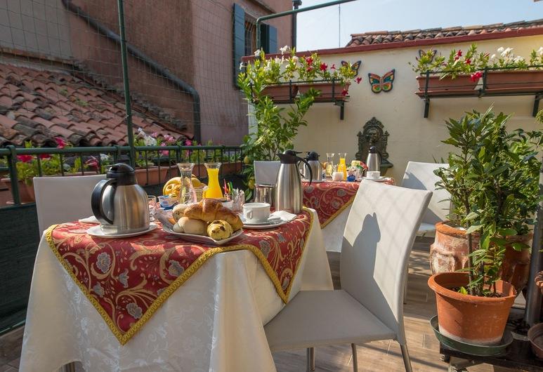 アンジェレス イン, ベネチア, 屋外レストラン