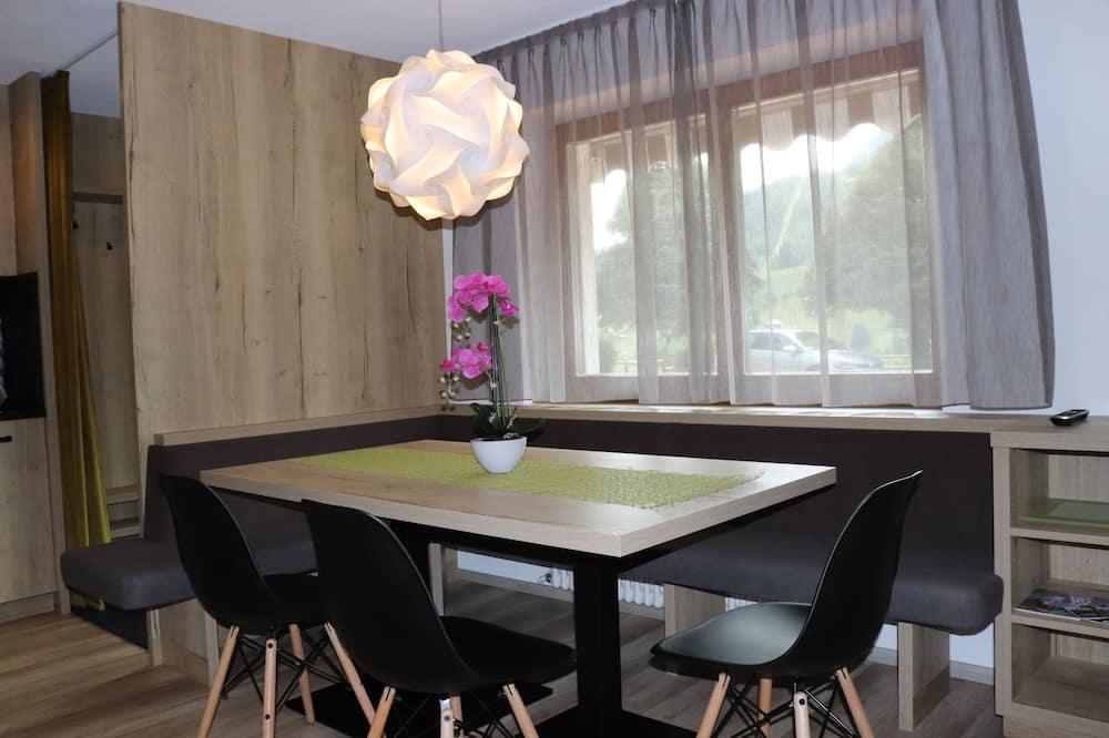 شقة - غرفتا نوم (Ground Floor) - منطقة المعيشة