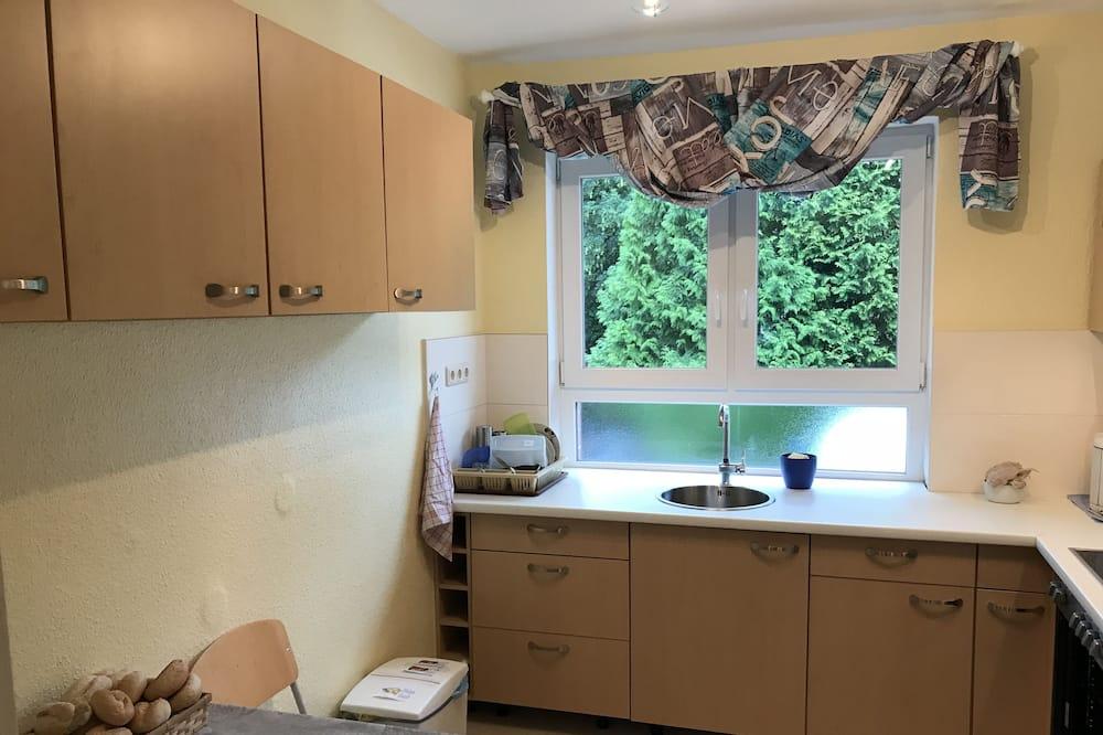 Двухместный номер с 1 двуспальной кроватью, 2 односпальные кровати, общая ванная комната - Общая кухня