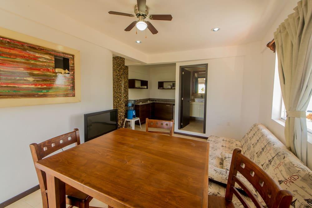 Premium-Apartment, Nichtraucher - Essbereich im Zimmer