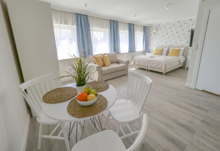 Marinus Apartments Old Town, Gdansk, Tremannsrom – comfort, 1 queensize-seng med sovesofa, ikke-røyk, Oppholdsområde