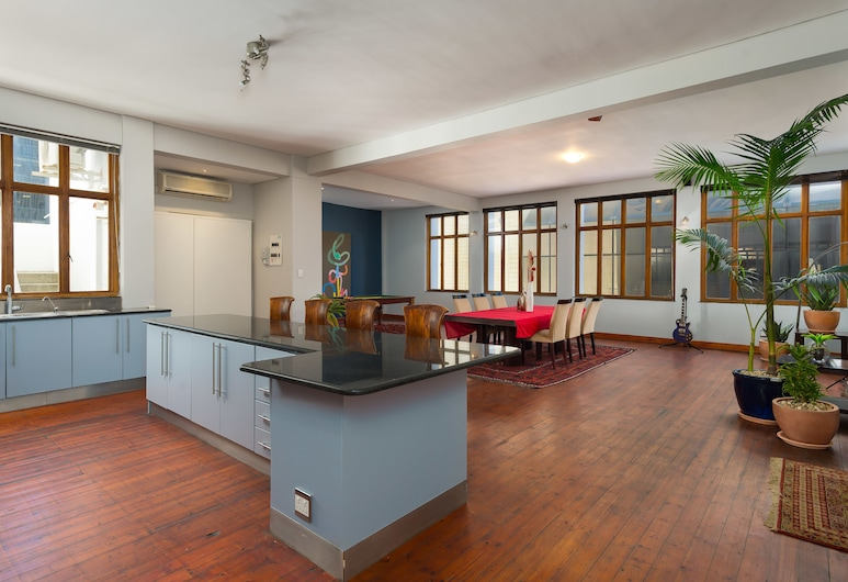 Castle Street 27, Cape Town, Comfort Apartment, Living Area