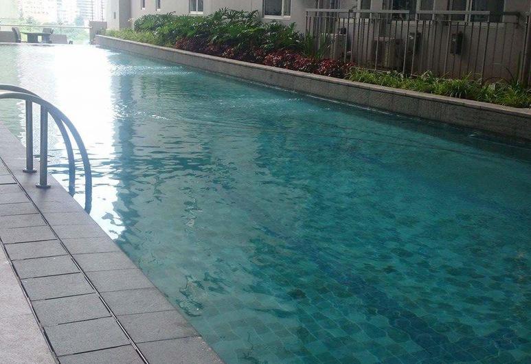 กรีนเรสซิเดนเซส, มะนิลา, สระว่ายน้ำกลางแจ้ง