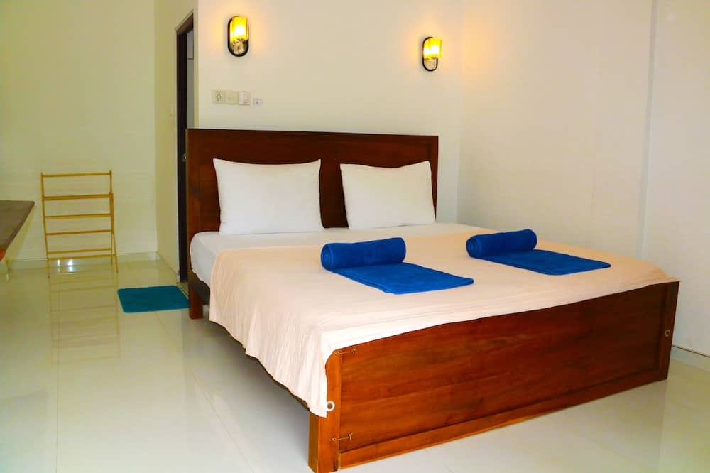 Deluxe Double Room, 1 King Bed, Smoking, Garden Area - Living Area