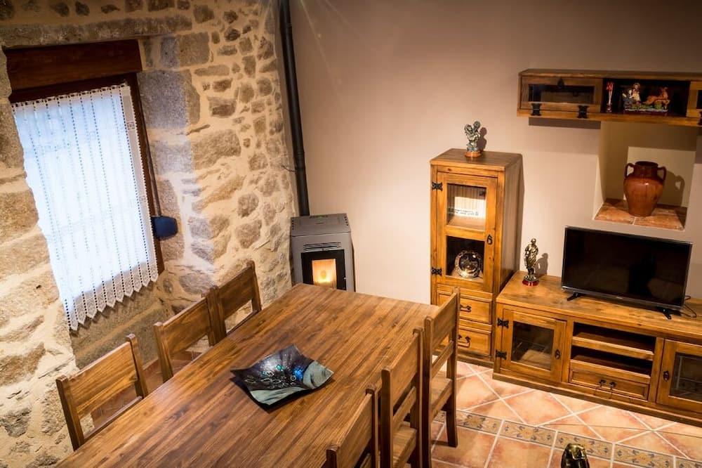 منزل - ٣ غرف نوم - غرفة معيشة