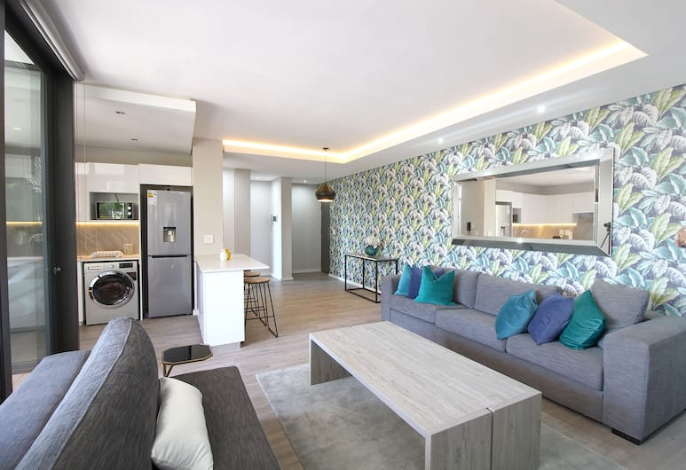 ChelseaOnMain 206, Cape Town, Comfort Apartment, 2 Bedrooms, Balcony, Living Area