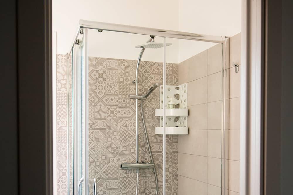 高級雙人或雙床房, 泳池景觀 - 浴室淋浴