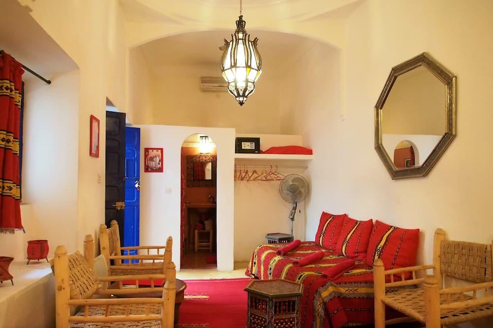 Comfort Τρίκλινο Δωμάτιο, Μη Καπνιστών (Rouge) - Περιοχή καθιστικού