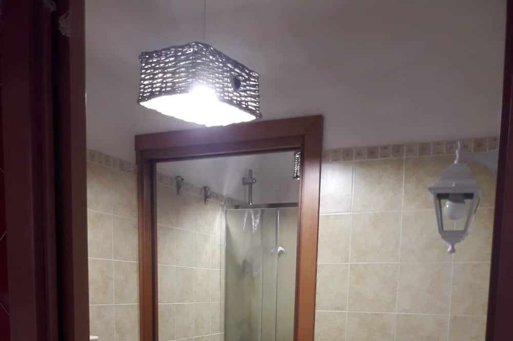 Трехместный номер базового типа, общая ванная комната (1) - Ванная комната