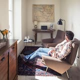 Suite, 1 Queen Bed, Non Smoking - Living Area