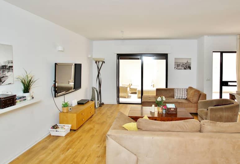 驚人 3 房花園公寓酒店 - 近戈頓海灘, 特拉維夫, 奢華聯排別墅, 多張床, 非吸煙房, 客廳