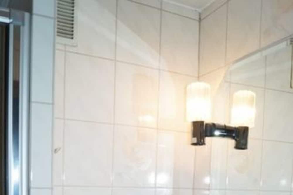 Phòng đôi cơ bản - Chậu rửa trong phòng tắm