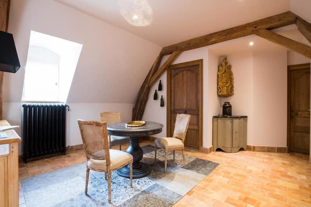 Suite (Suite 5) - Living Area