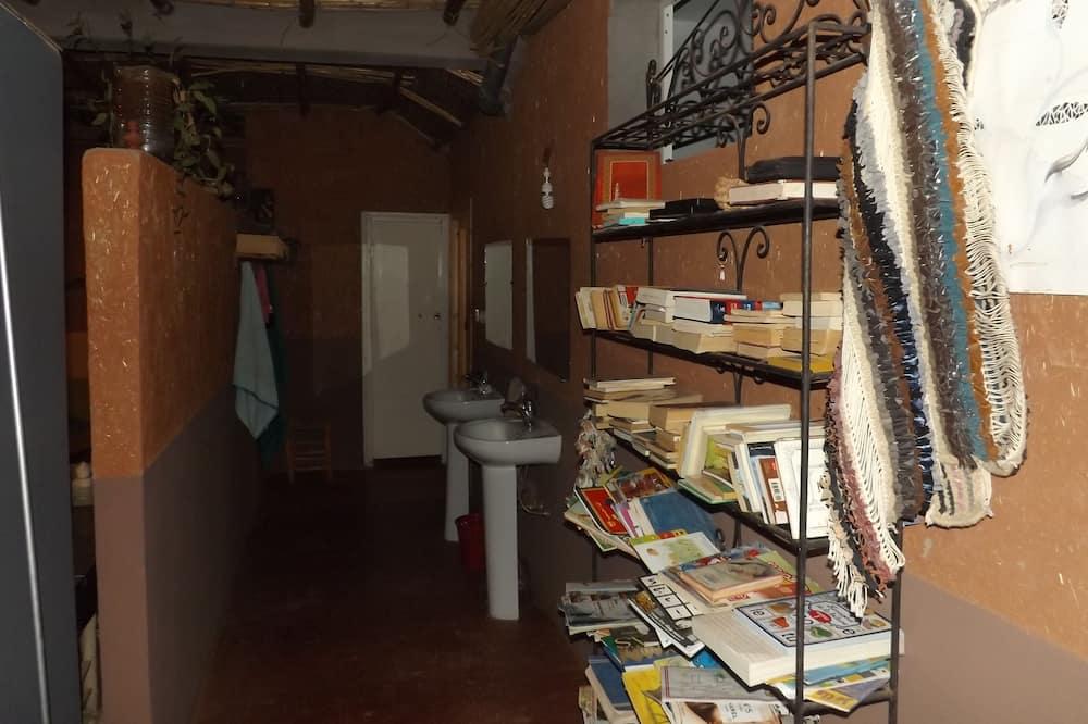Habitación, Varias camas - Lavabo en el baño