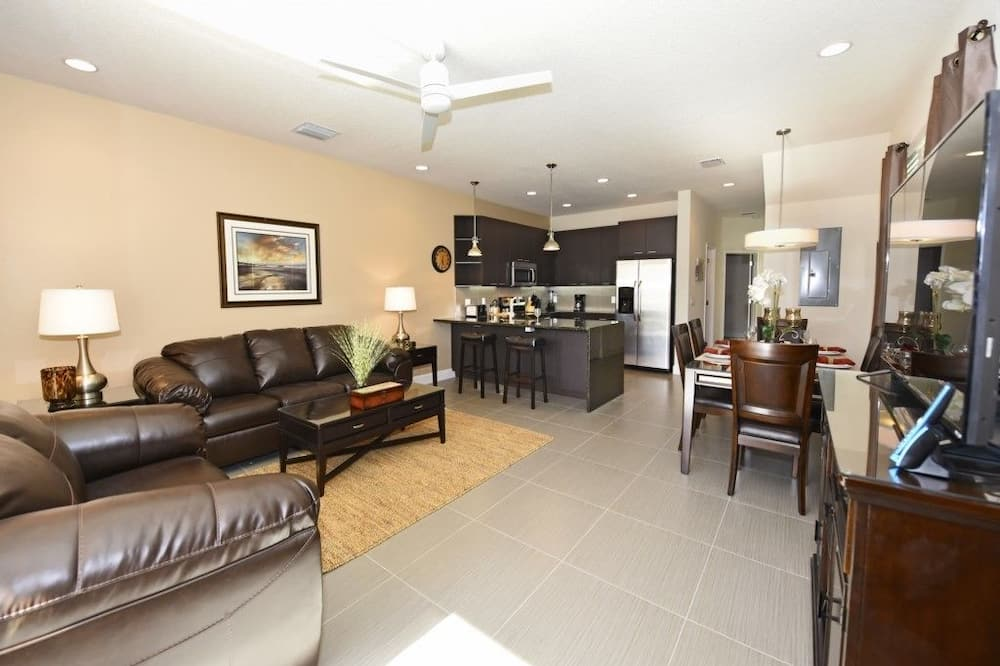 House, 3 Bedrooms, Kitchen - Ruang Tamu