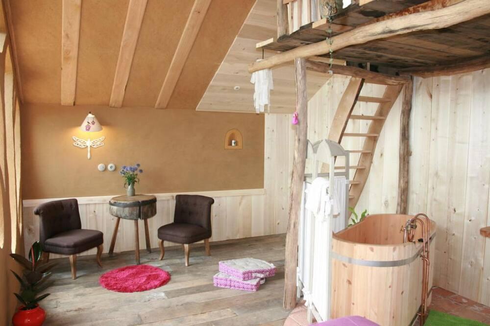 Cabin (Dans la Prairie) - Living Area
