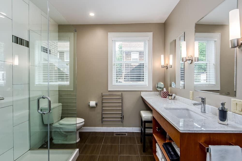 Classic-Zimmer, 1 Queen-Bett, eigenes Bad, Erdgeschoss (Columbus Room) - Badezimmer