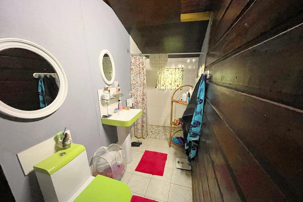 클래식 코티지, 침대(여러 개), 정원 전망 - 욕실