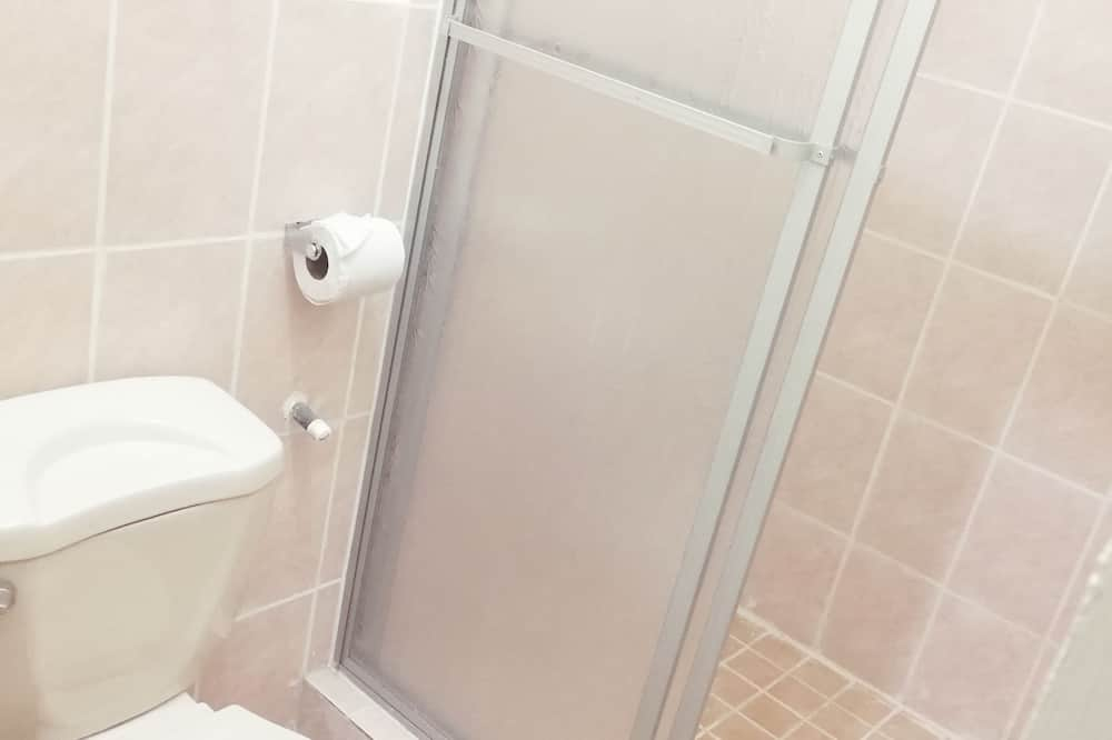 Basic Δίκλινο Δωμάτιο (Double), Περισσότερα από 1 Κρεβάτια, Μη Καπνιστών - Μπάνιο