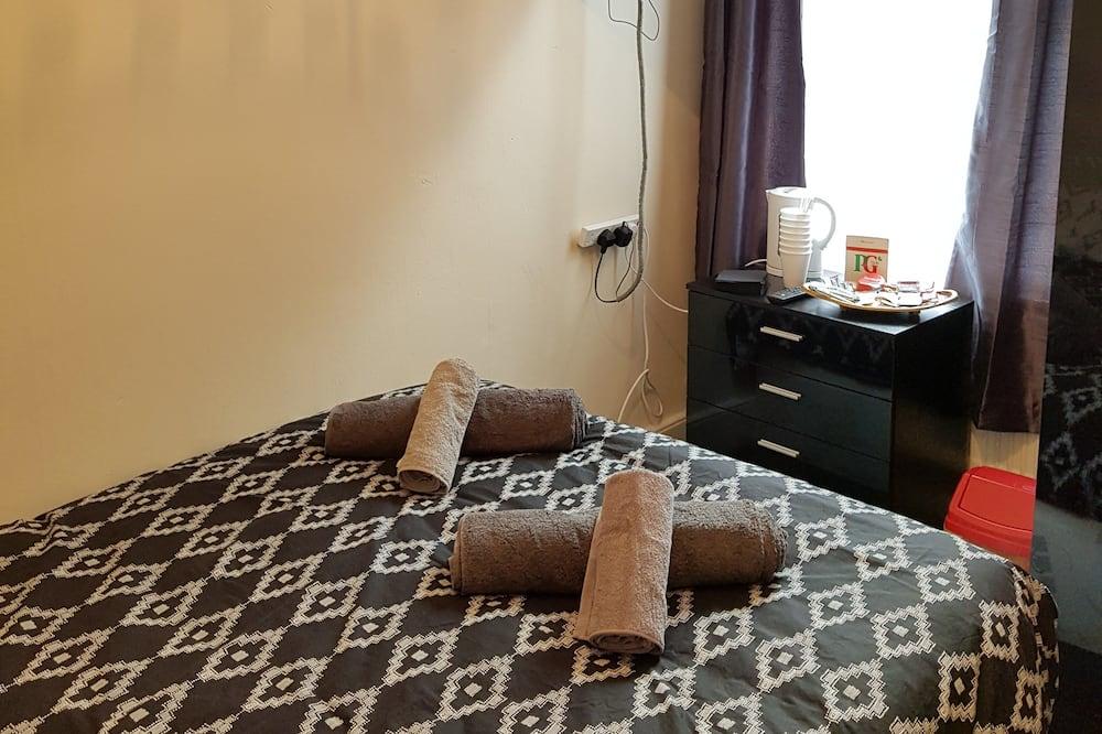 コンフォート ダブルルーム ダブルベッド 1 台 共用バスルーム - 部屋
